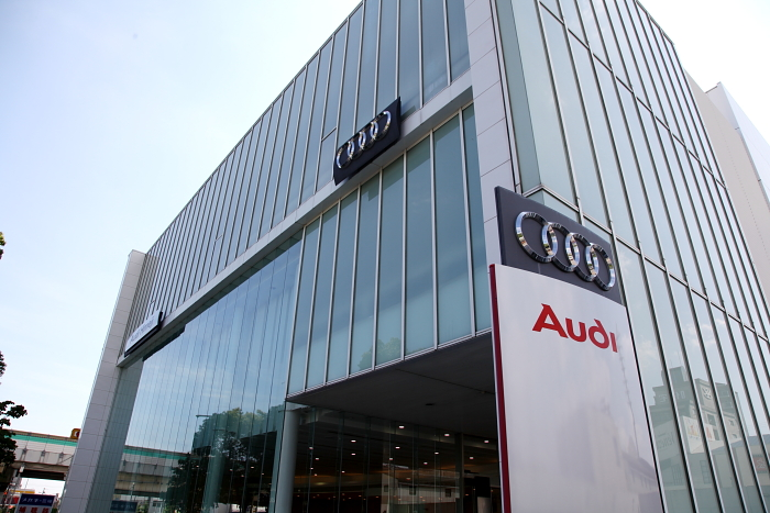 Audi TTS/8S点検 & 新型A4/B9試乗!!