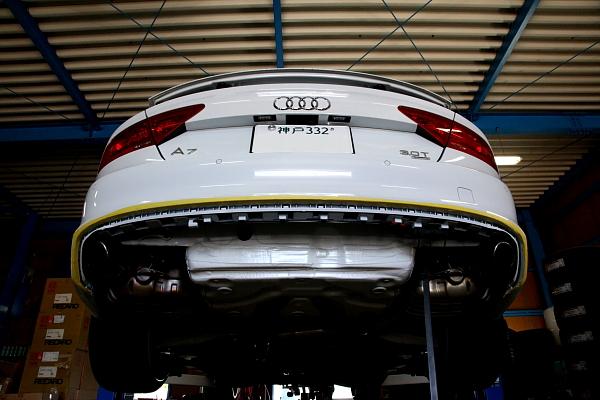 Audi A7 + マフラー4本出し加工!!