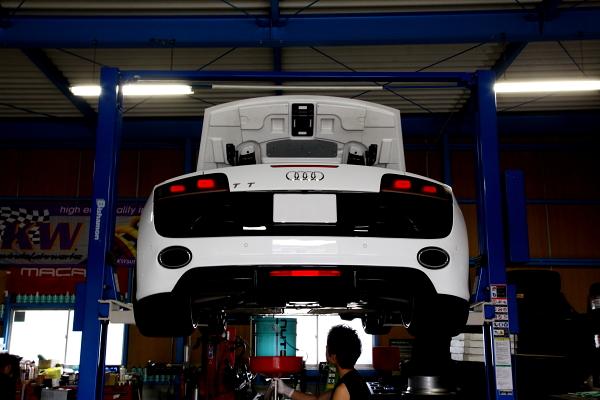 Audi R8/V10スパイダー & オイル交換!!