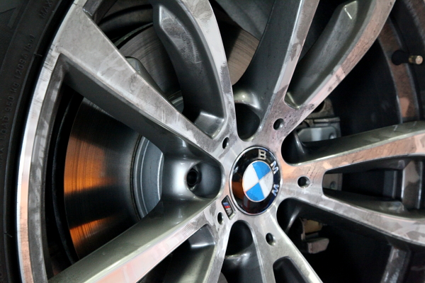 BMW F15/X5 & DIXCEL低ダストパッド交換!!