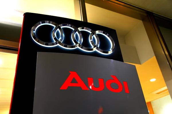 Audi Q5/2.0T S-LINE 新車納車& コーディング変更+PEDAL BOX装着!!
