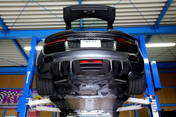 Audi R8 & オイル交換+インコネルカッター特注製作+コーディング変更!!