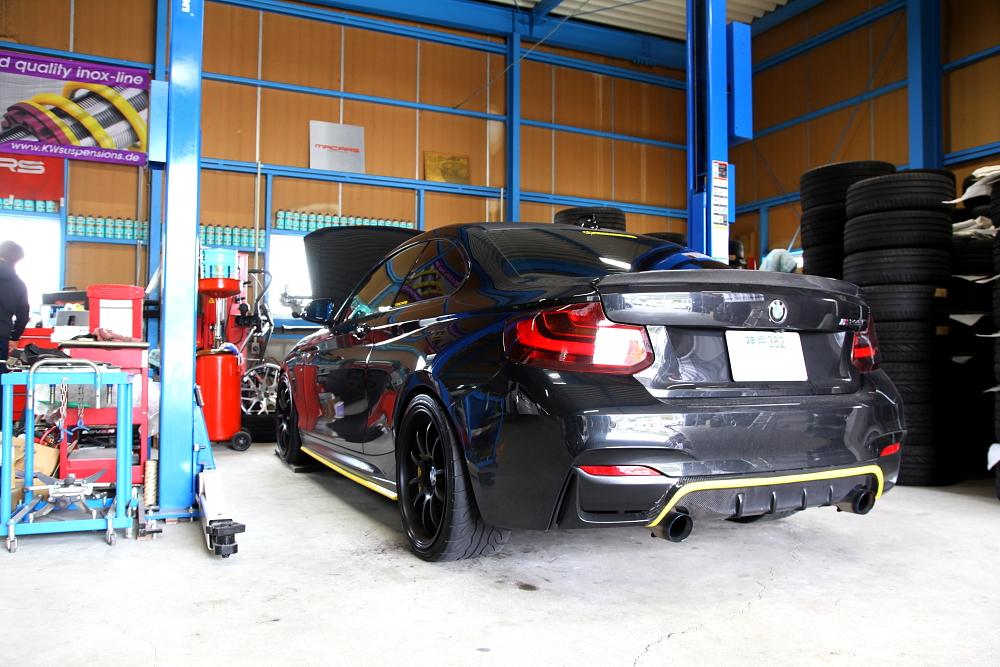 BMW F22/M235i & 車検・メンテナンス+AKRAPOVICカーボンミラーカバー!!