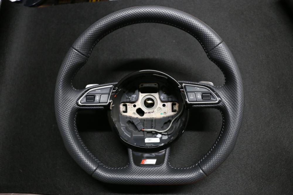 Audi A4/B8.5 Avant & RS5純正ステアリング+アルミペダル交換!!