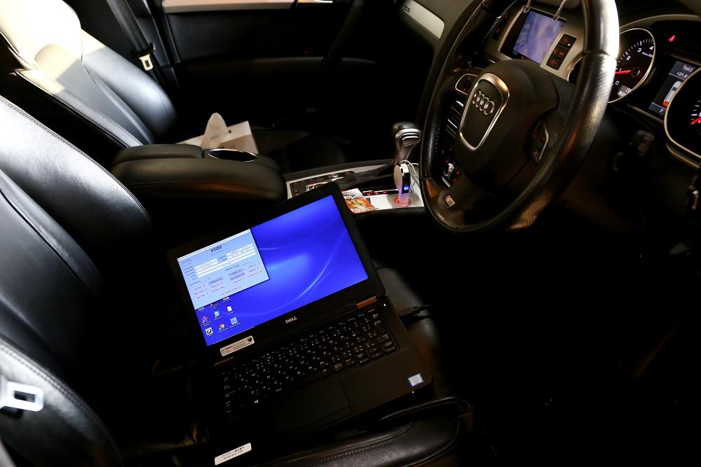 Audi Q7/3.0T & コーディング変更+LEDバルブ交換!!