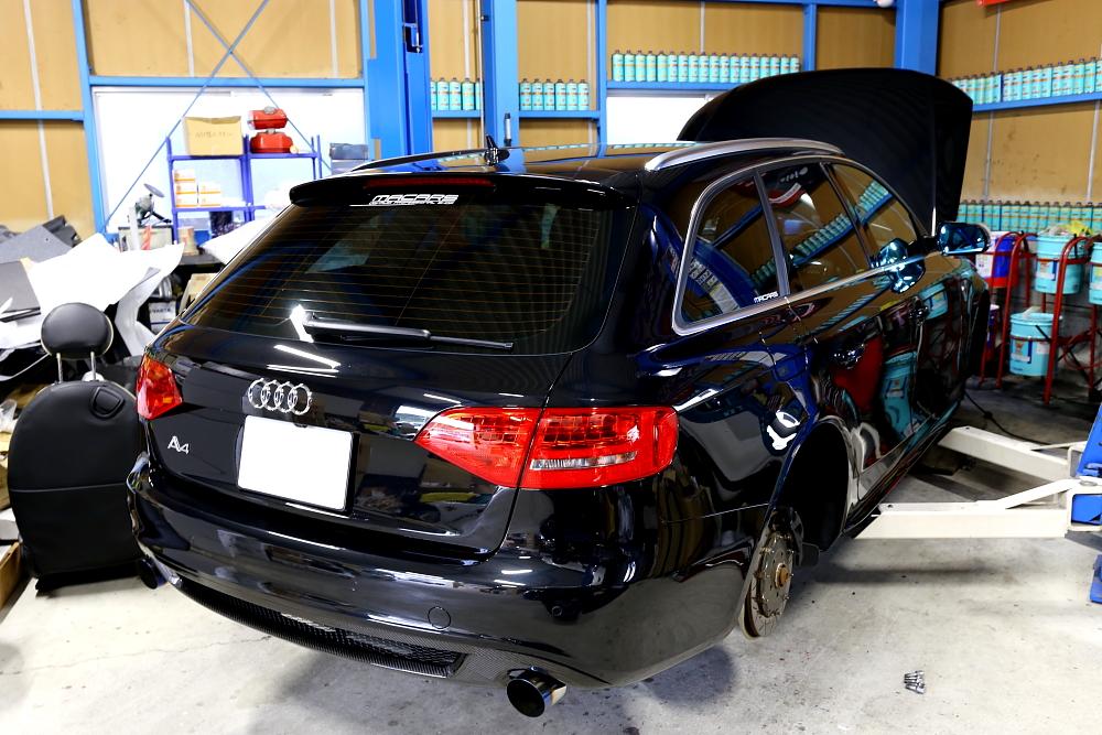 Audi A4/B8Avant & 車検・メンテナンス施工!!