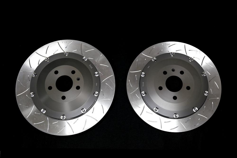 Audi RS3/8VSB & Rdd製2ピースローターKit装着!!