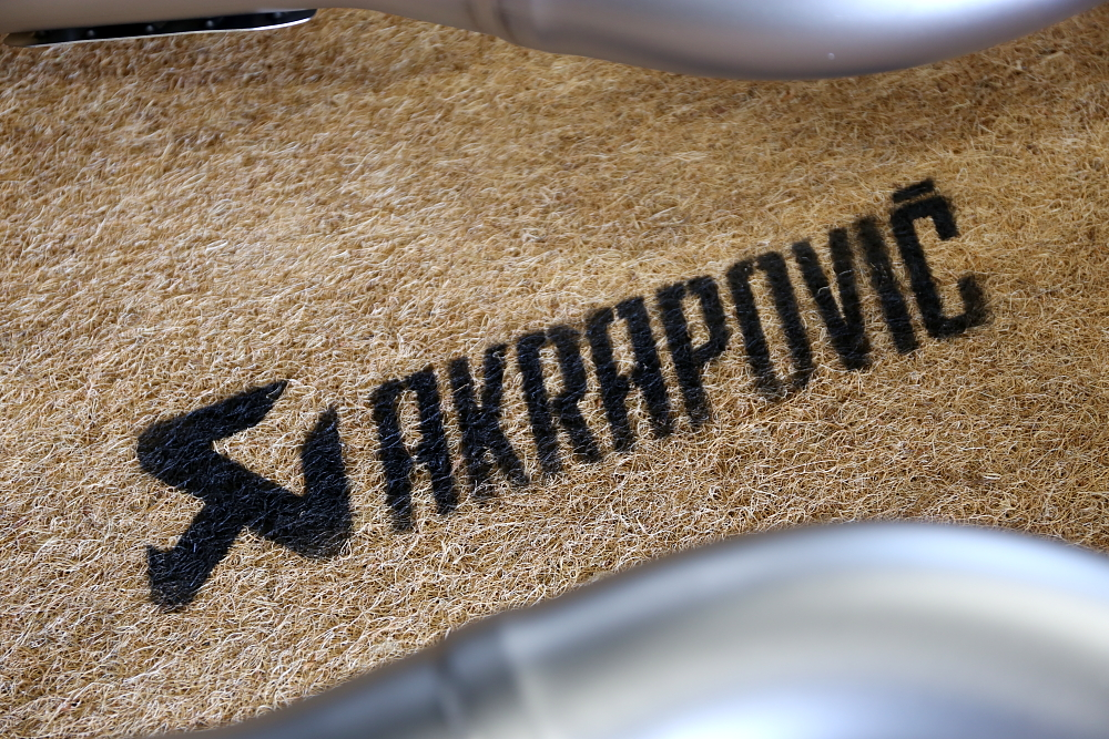 BMW F82/M4 & AKRAPOVIC Evolution Line (Titanium)+Carbon fiber diffuser!!