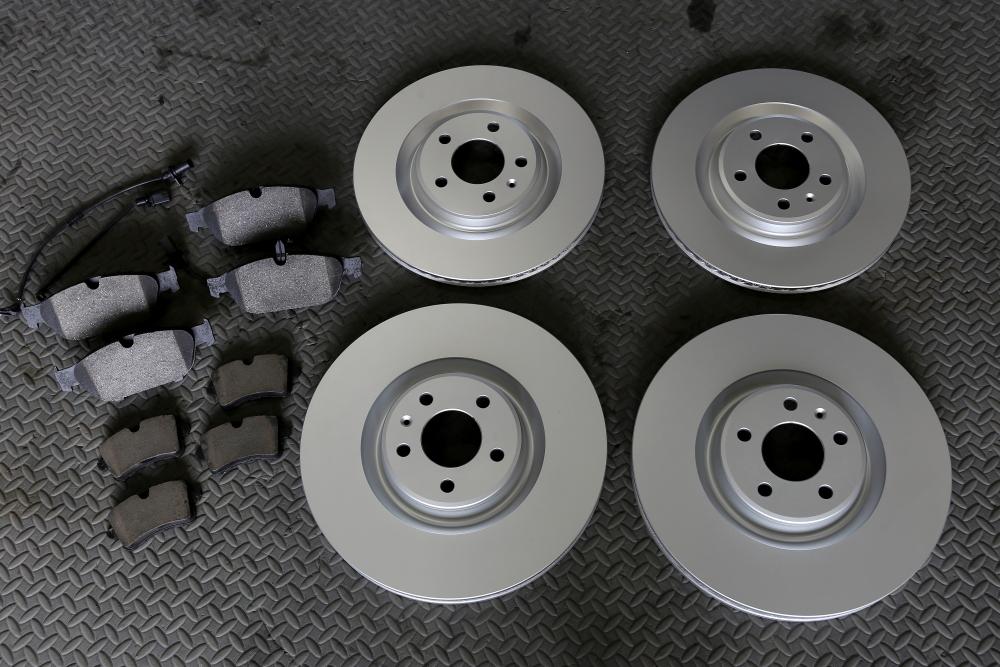 Audi A6/4G 3.0T Avant & ブレーキローター+パッド+キャリパーペイント施工!!
