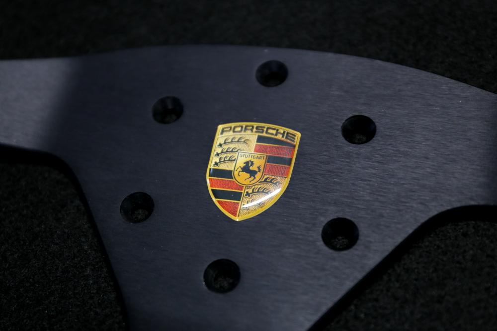 Porsche 981/ケイマンGT4 & Porsche991CUPステアリング+バッテリー交換+ハイマウントウイングステー+STEK+RECARO RMS+アライメント調整!!