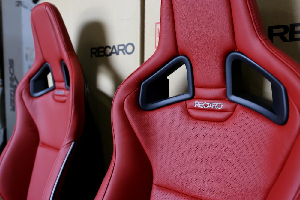 HONDA CIVIC TYPE R/FK2 & RECARO Sportster+ドライカーボンバックシェル!!