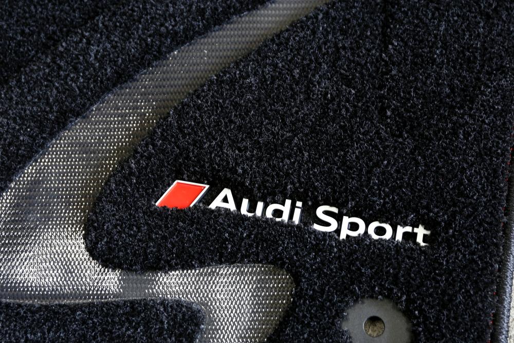 Audi TTS/8S & Audi Sportフロアマットプレミアム+オイル交換+メンテナンス施工!