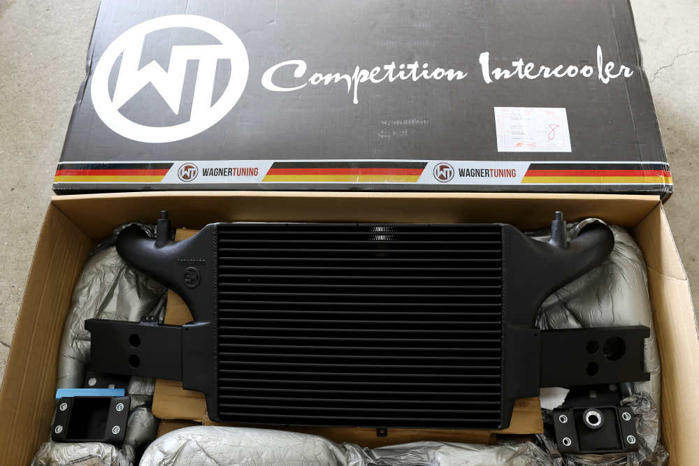 Audi RS3/8V & WAGNER TUNING EVO 3 Competition Intercooler!!