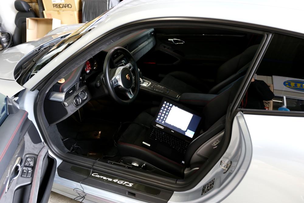 Porsche 991/カレラ4GTS & MACARS ECU TUNE+エンジンオイル交換!!