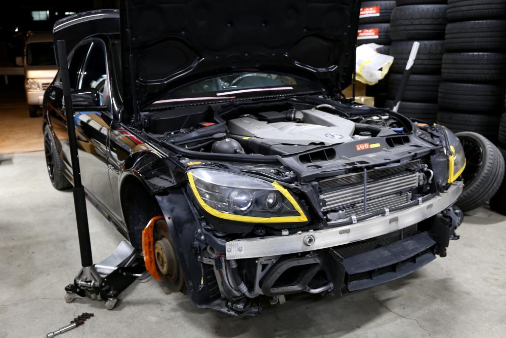 M-BENZ W204/C63 & F/バンパー・スポイラー修理+ペイント+祝納車!!