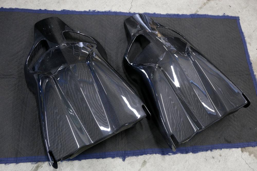 VW California & RECARO専用ドライカーボンバックシェル!!