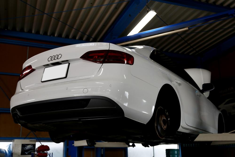 Audi A4/B8 S-LINE & 車検+メンテナンス施工!!