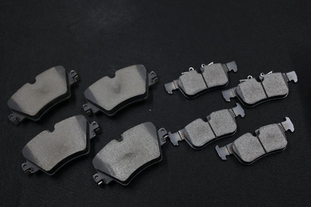 BMW 1シリーズ+MINI F56 & 低ダストパッド交換+ブレーキフルードエア抜き交換!!