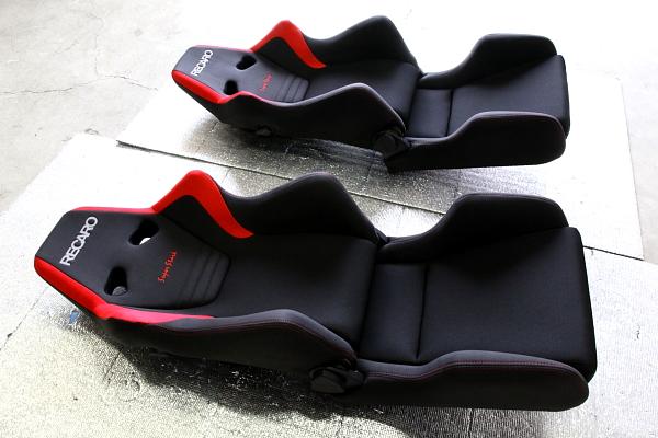 『RECARO』 限定モデル『SR6 SuperStark』装着!!