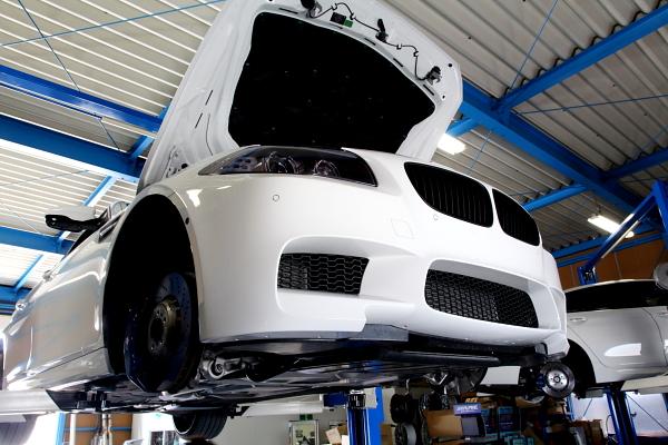 BMW F10/M5 & ブルーミラー+グリルペイント+コーディング変更!!