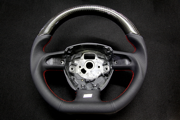 Audi A4/B8アバント & CARBON Steering+後期テールライト+車検+メンテナンス!!