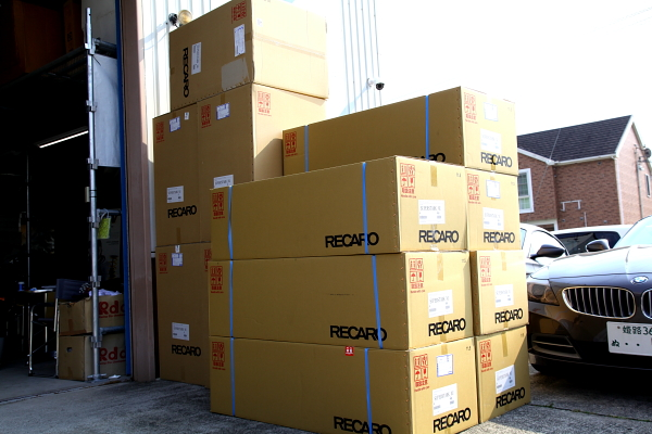 RECARO大量入荷 & Audi A4/B7+RECARO LX-F装着!!